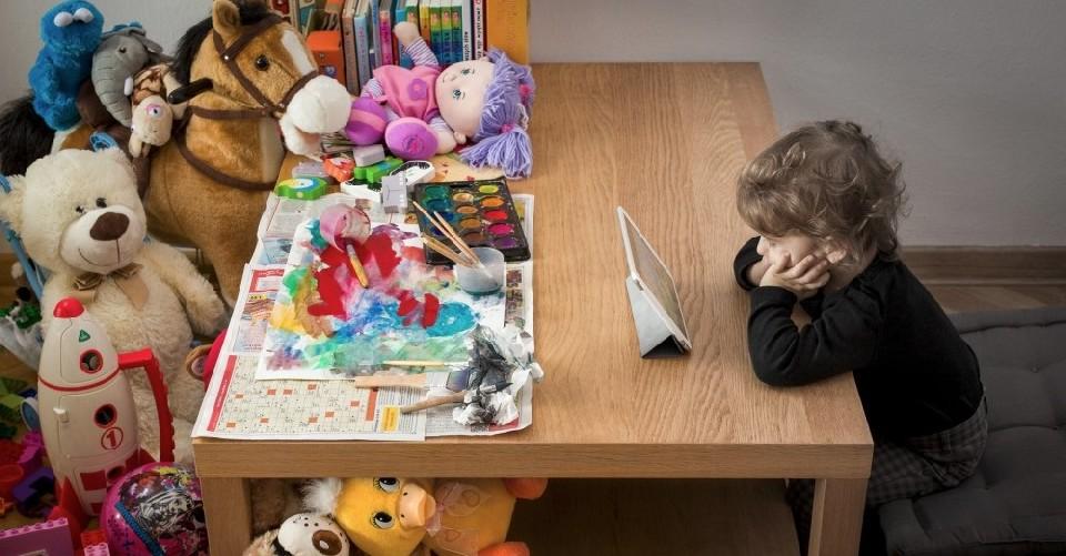Proibire i cellulari ai bambini